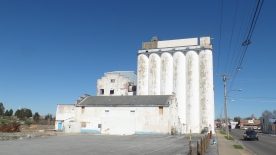 The General Mills Building began operation in 1909 as the Model Mill. The mill's daily capacity was 1000 barrels of flour, 3000 bushels of meal and 100,000 pounds of feed.