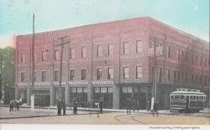 The Hotel Pardue was built in 1909. The building was sold and later became the Windsor Hotel.